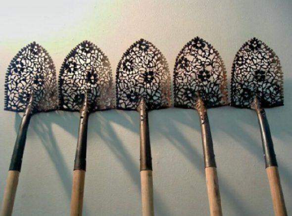 Разрисованная лопата
