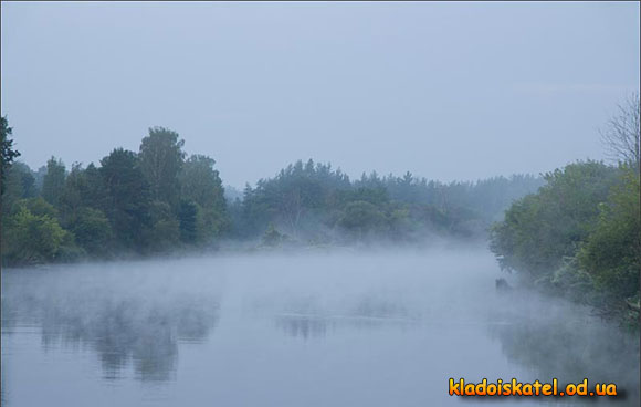 река утром в дымке