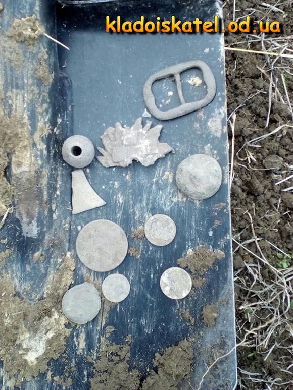 лопата с монетами