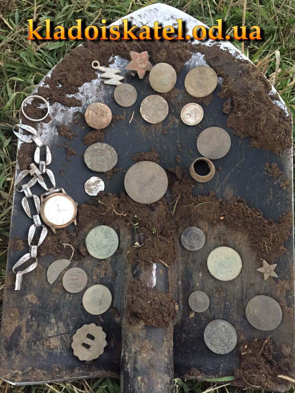 полная лопата монет